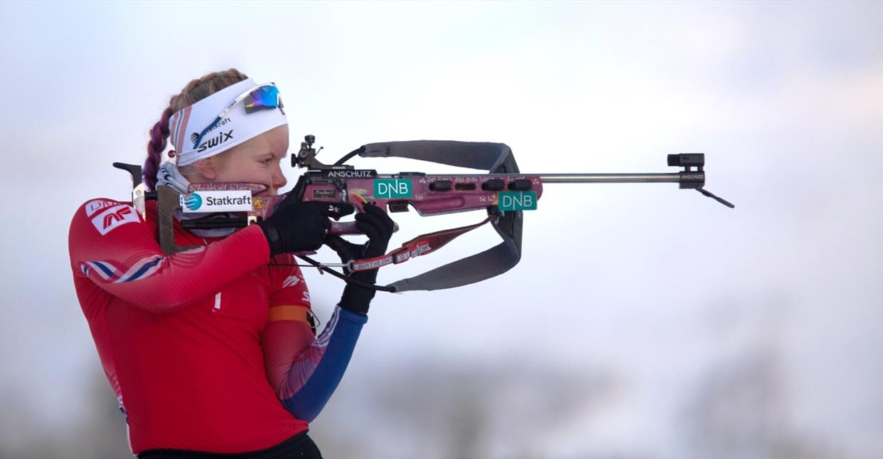 Biathlon athlete shooting at Skeikampen